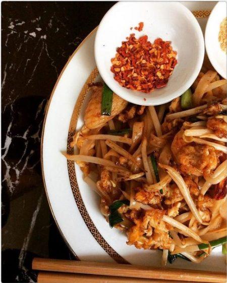 Photo d'un pad thaï avec piment que nous vous proposons